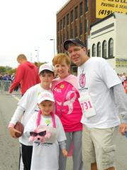 CommunityRaceForTheCure_KelliAndresFamily_CourtesyKelliAndres_WEB02